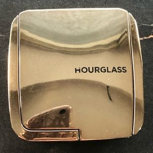 Hourglass Ambient Lighting Blush in Mood Expsoure